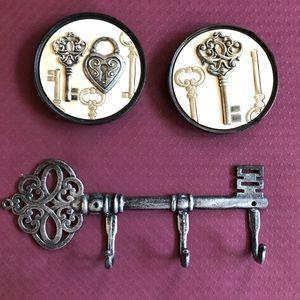 Home Decor Skeleton Key Coat Hooks and 2 Pics